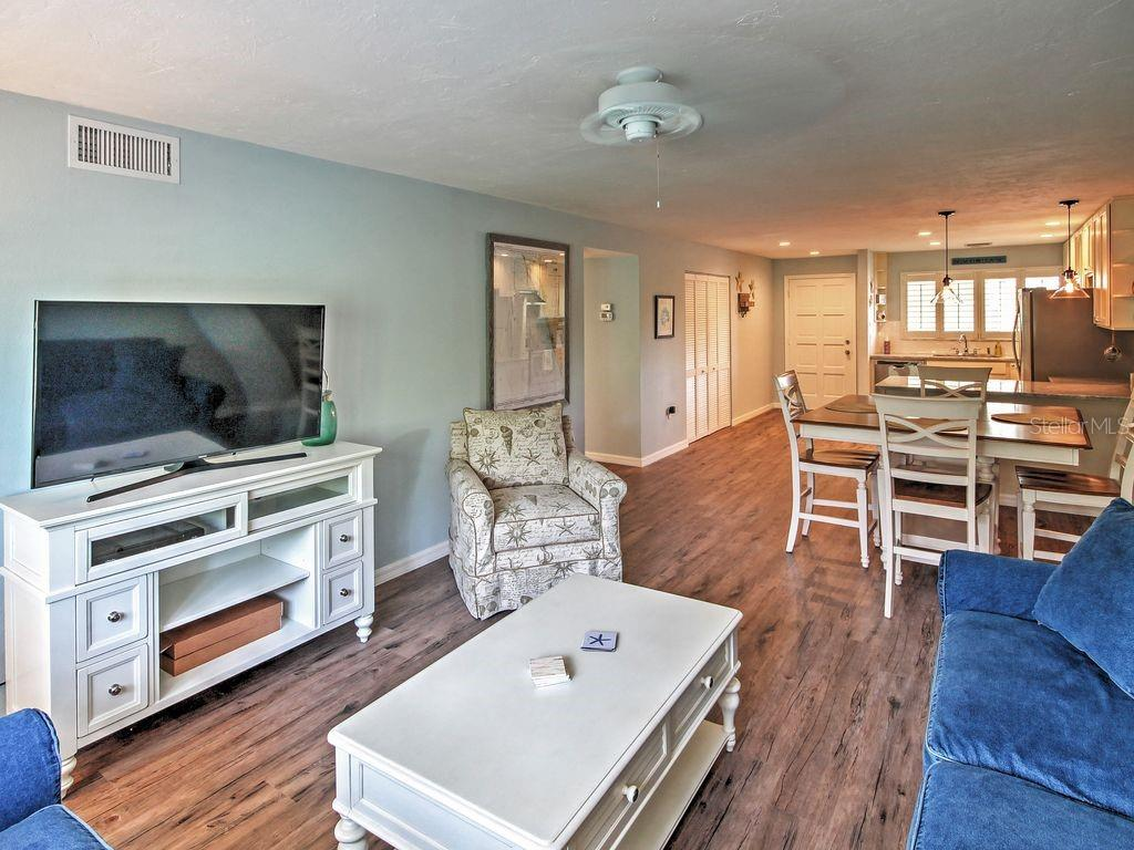 Condo 6703  MIDNIGHT PASS ROAD , SARASOTA for sale - mls# T3167217