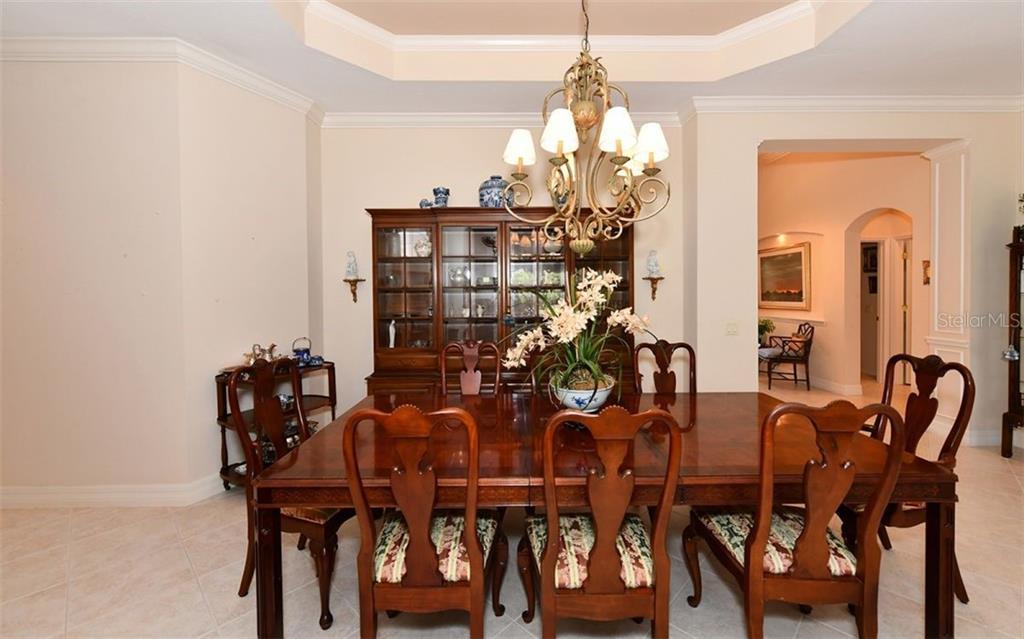 Single Family Home 5118  CHATEAU COURT , SARASOTA for sale - mls# A4433994