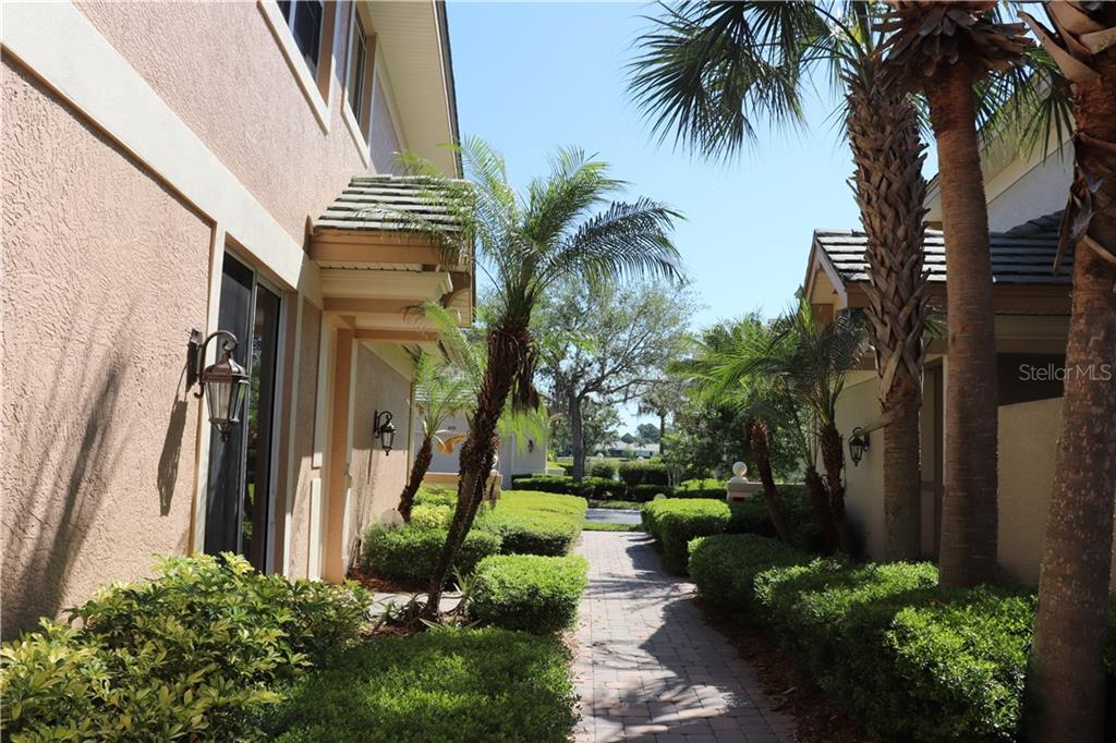 Condo 6512  MOORINGS POINT CIRCLE , LAKEWOOD RANCH for sale - mls# A4434283