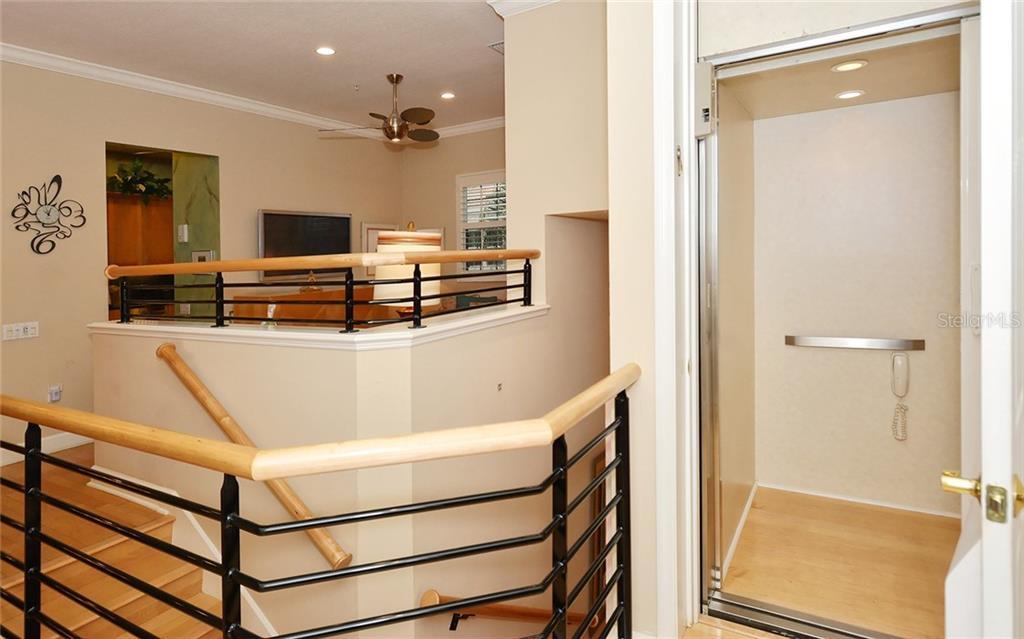 Condo 5218  PARISIENNE PLACE , SARASOTA for sale - mls# A4438931