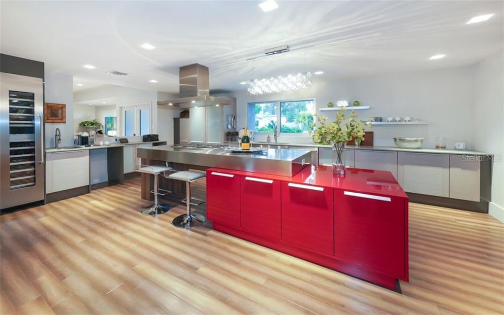Single Family Home 1580  HILLVIEW DRIVE , SARASOTA for sale - mls# A4440086