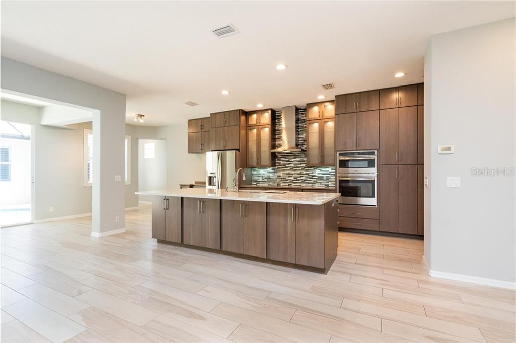 Single Family Home 5111  BROOKSBEND CIRCLE , SARASOTA for sale - mls# A4440408