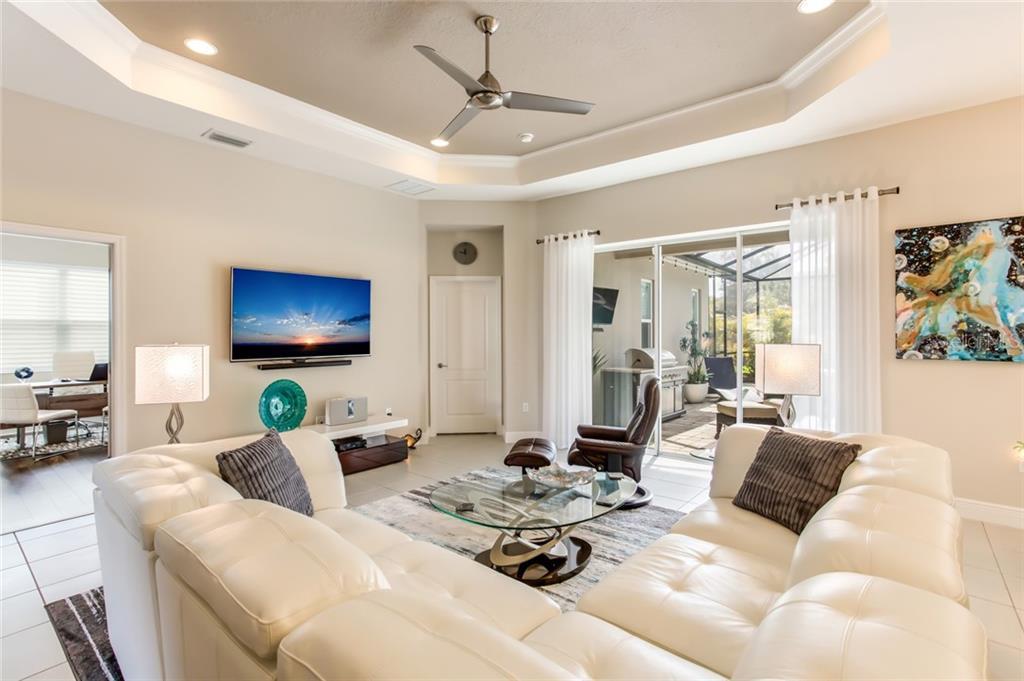 Single Family Home 3808  WOODCLIFF LAKE TERRACE , SARASOTA for sale - mls# A4440871