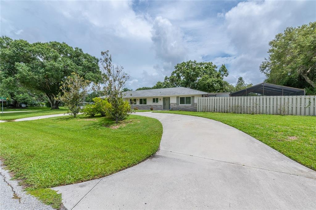 Single Family Home 4400 W LAKE WAY , SARASOTA for sale - mls# C7417946
