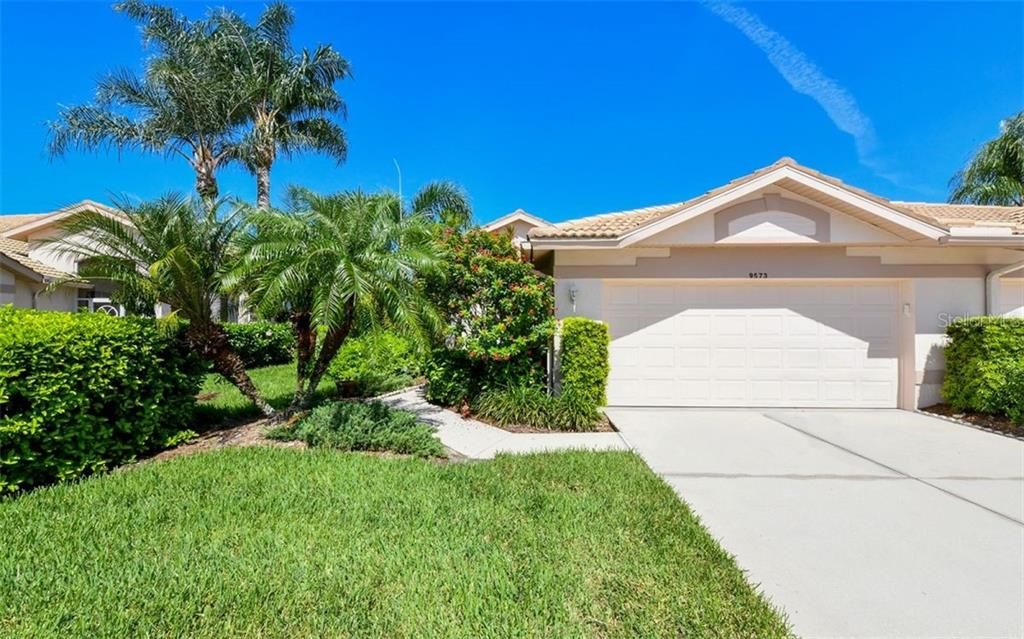 Single Family Home 9573  FOREST HILLS CIRCLE , SARASOTA for sale - mls# A4441306