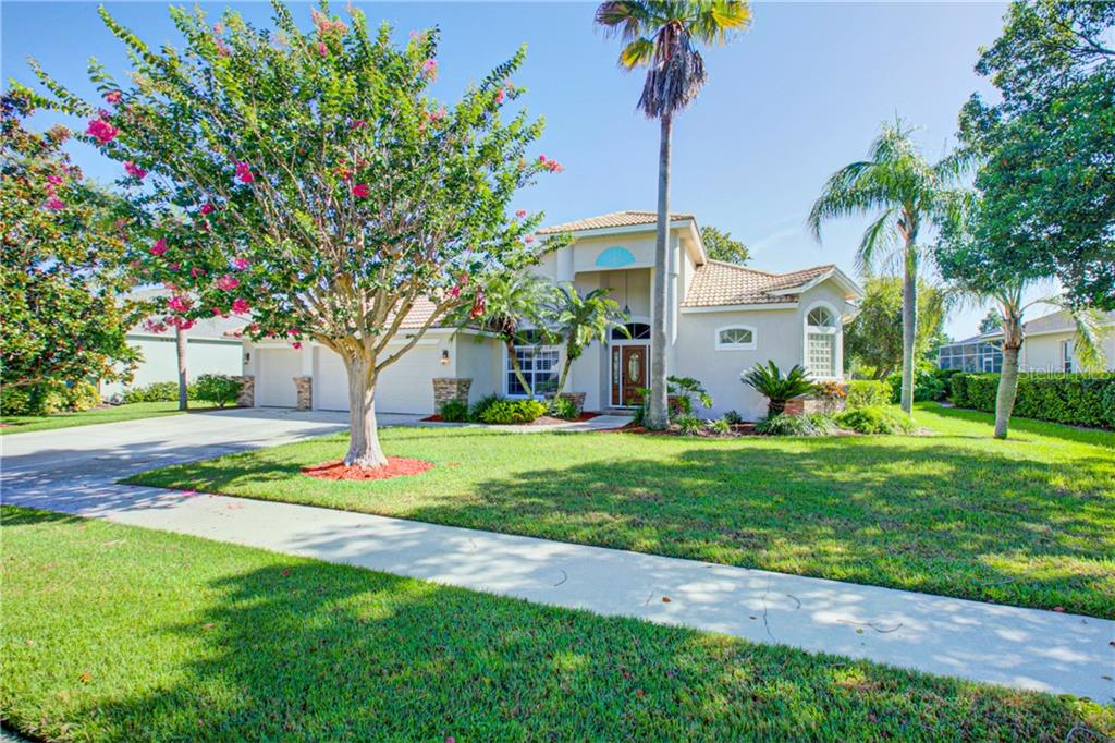 Single Family Home 9933  LAUREL VALLEY AVENUE CIRCLE , LAKEWOOD RANCH for sale - mls# A4441721
