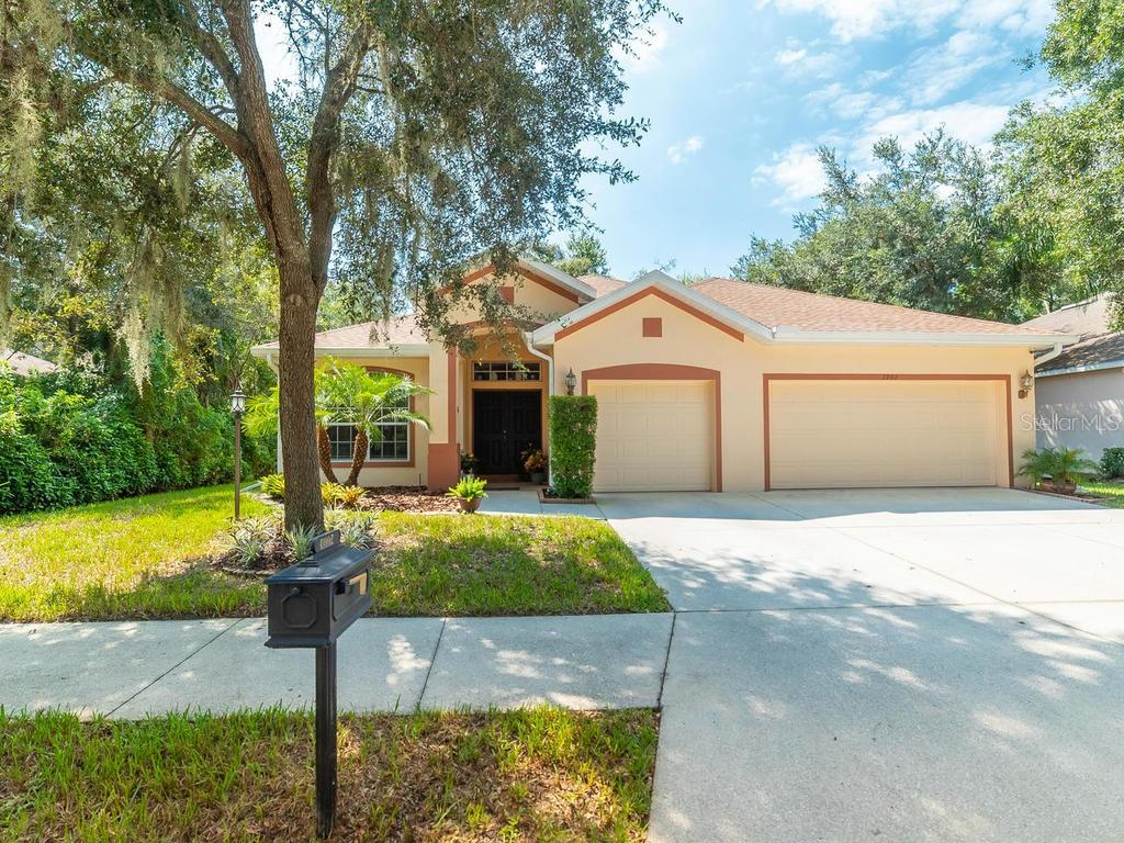 Single Family Home 3992  WOODVIEW DRIVE , SARASOTA for sale - mls# A4445636