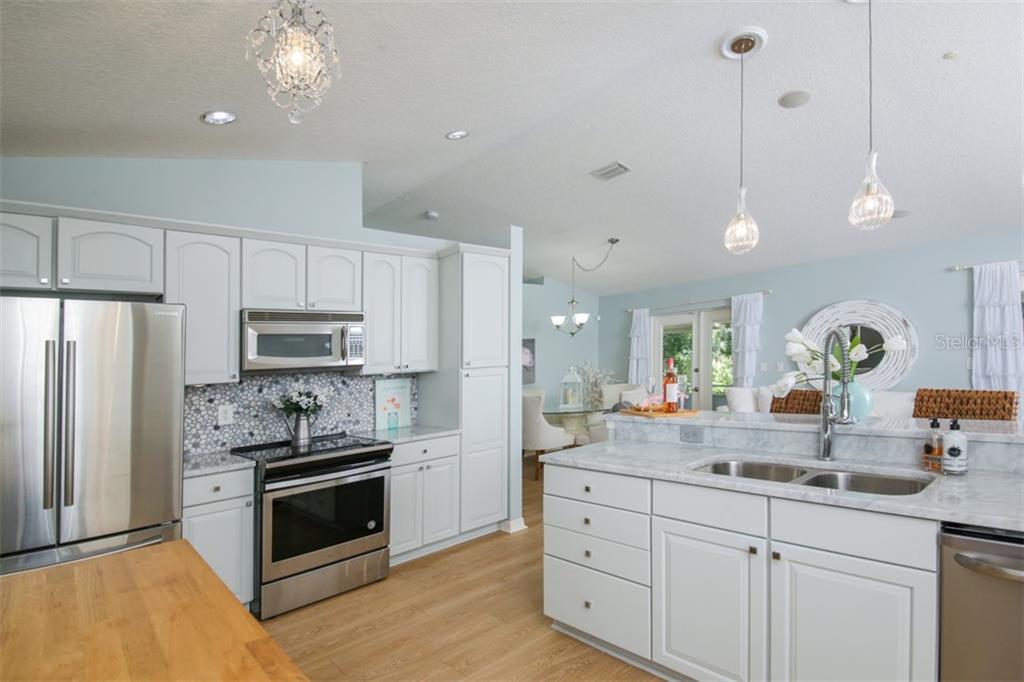Single Family Home 5014  SAN JOSE DRIVE , SARASOTA for sale - mls# A4445650