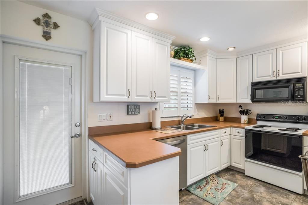 Condo 5830  MIDNIGHT PASS ROAD , SARASOTA for sale - mls# A4447113