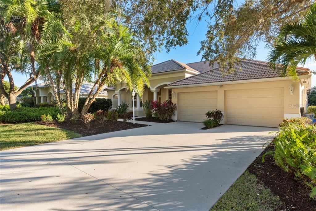 Single Family Home 4836  HANGING MOSS LANE , SARASOTA for sale - mls# A4453483
