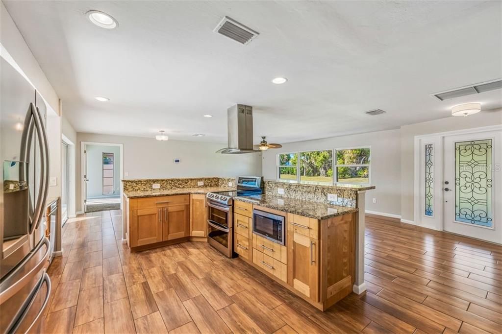 Single Family Home 2822  TUCKERSTOWN DRIVE , SARASOTA for sale - mls# A4453628