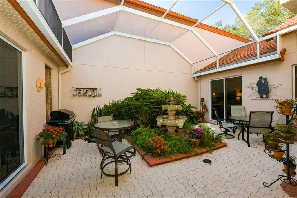 Villa 7324  REGINA ROYALE  , SARASOTA for sale - mls# A4456031