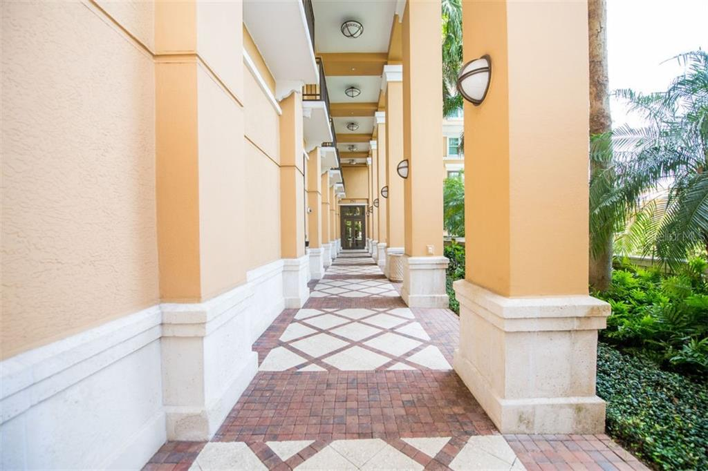 Condo 750 N TAMIAMI TRAIL , SARASOTA for sale - mls# A4472301