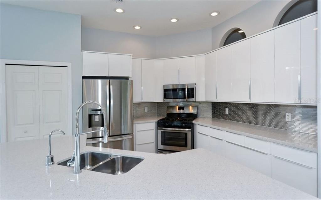 Single Family Home 5071  HANGING MOSS LANE , SARASOTA for sale - mls# A4477020
