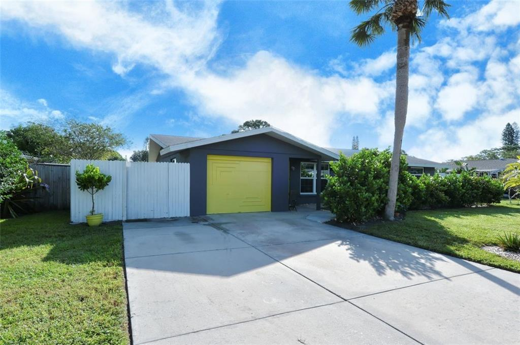 Single Family Home 7355  CASS CIRCLE , SARASOTA for sale - mls# A4481321