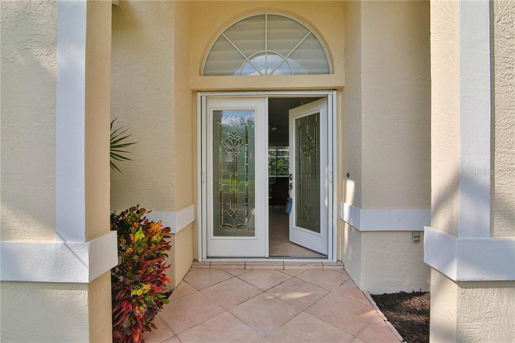 Single Family Home 8920  GREY OAKS AVENUE , SARASOTA for sale - mls# A4481739