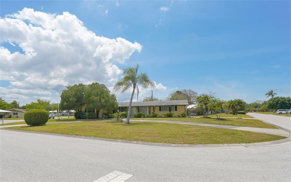 Single Family Home 2306  JUNIPER PLACE , SARASOTA for sale - mls# A4496366