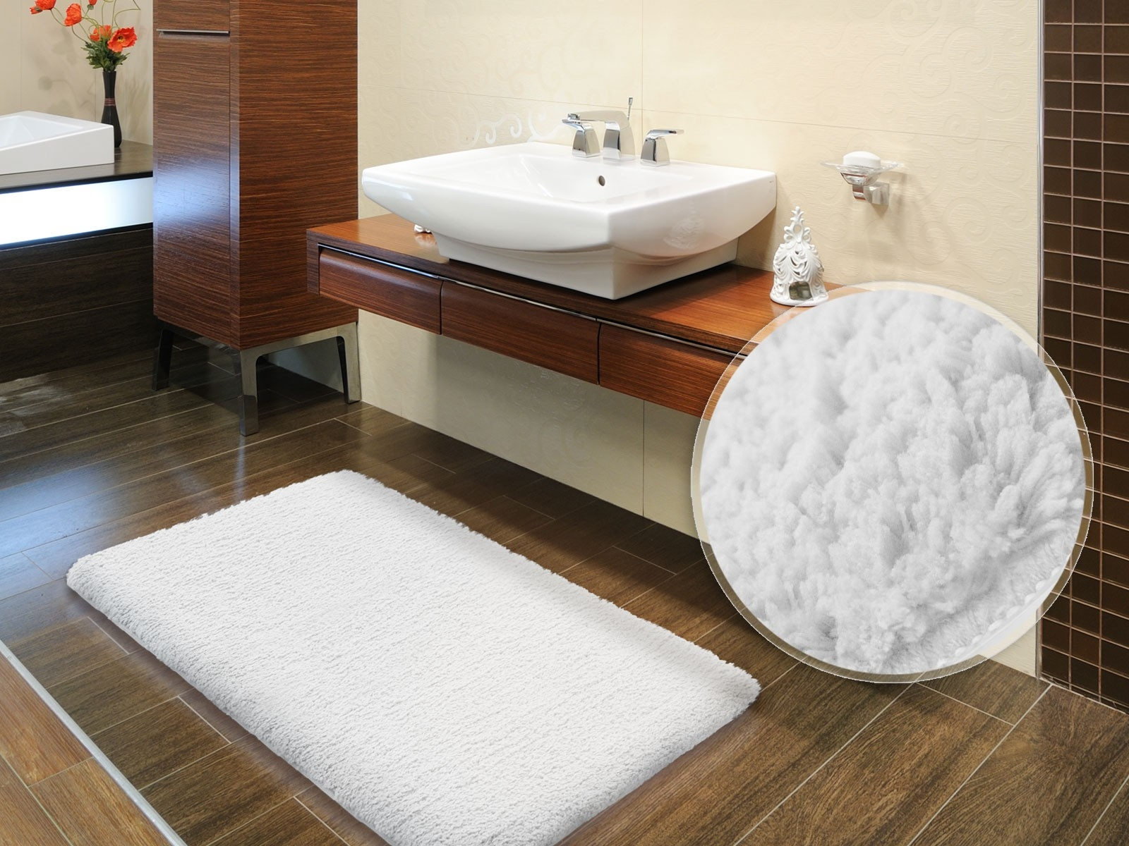 White Fluffy Bath Mat1600 X 1200