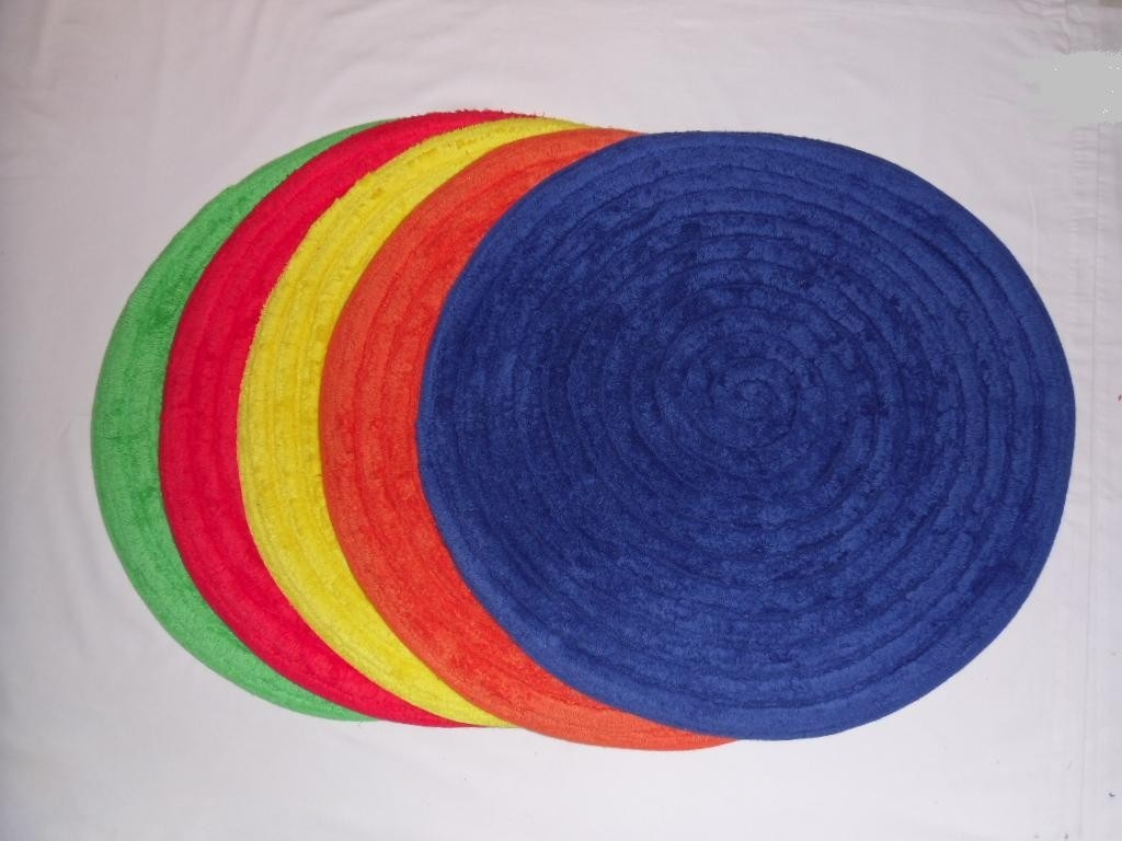 Red Circular Bath Mat