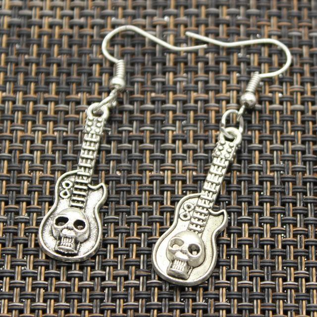 Brinco SkullAchando - Caveira Guitar