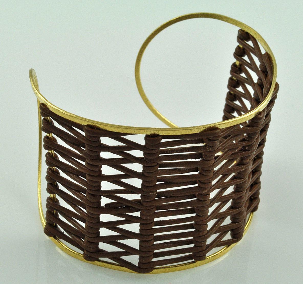 Bracelete Em Couro Legitimo E Banho De Ouro 18K