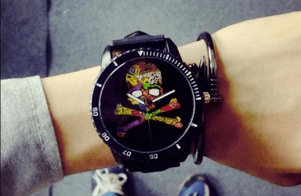 Relógio Caveira Ossos - Colors Vintage