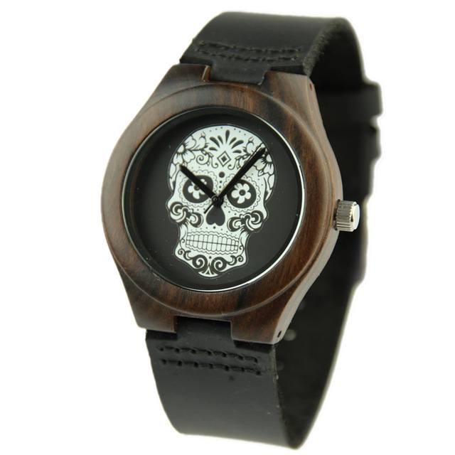 Relógio de Madeira - P&B Skull