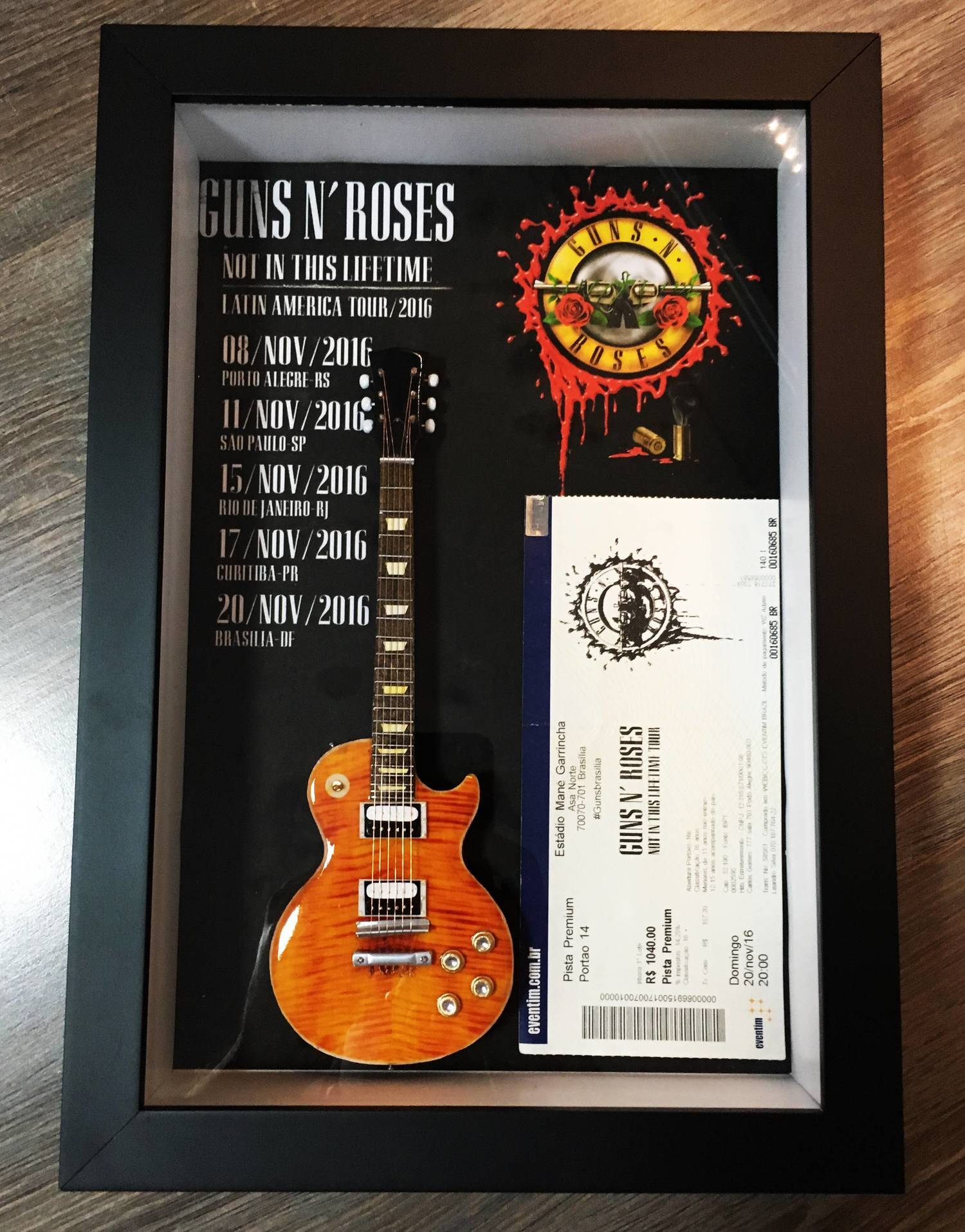 MiniLuthieria - Guns N' Roses - Quadro Slash com Mini Guitar
