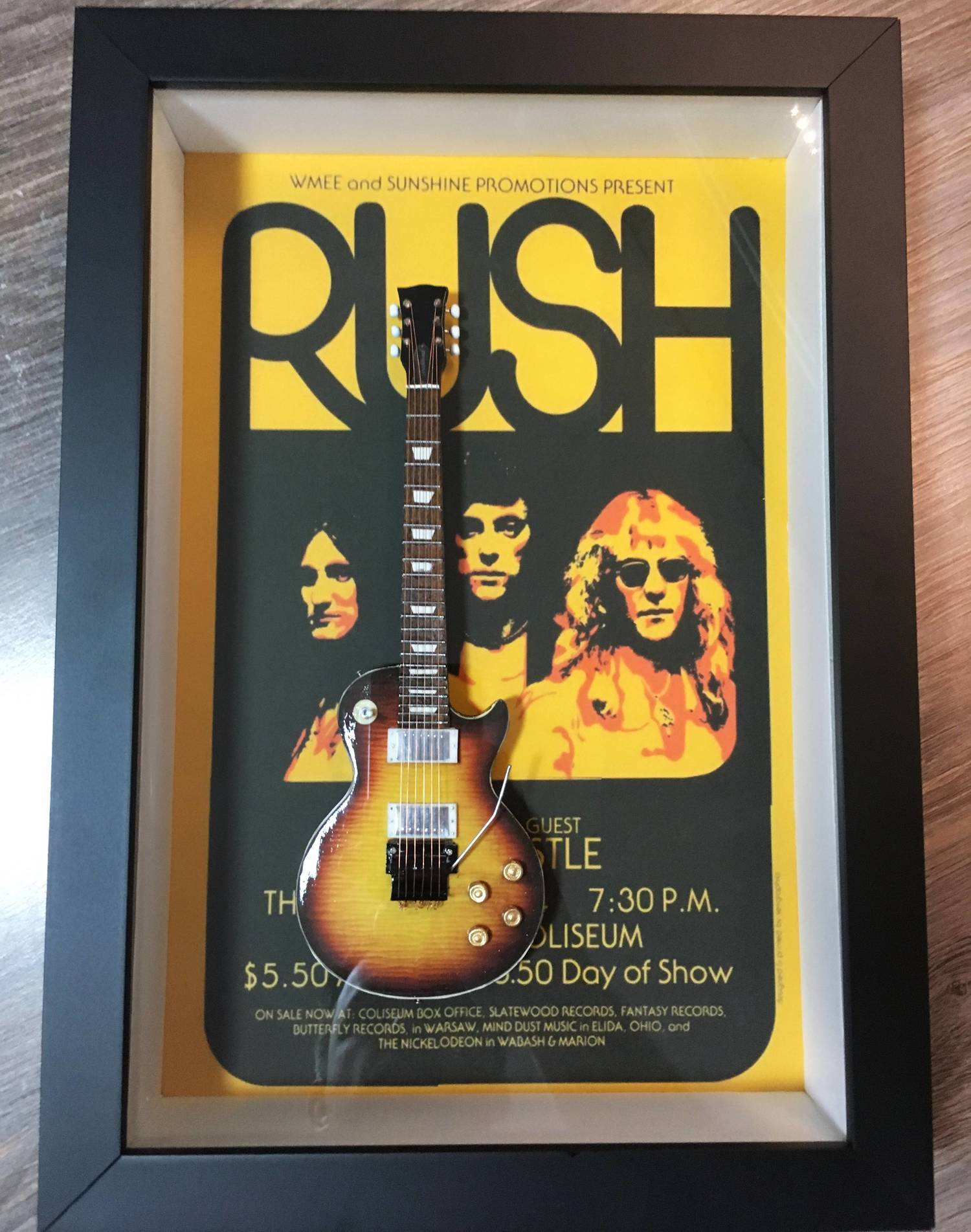 MiniLuthieria - Rush - Quadro Alex Lifeson com Mini Guitarra