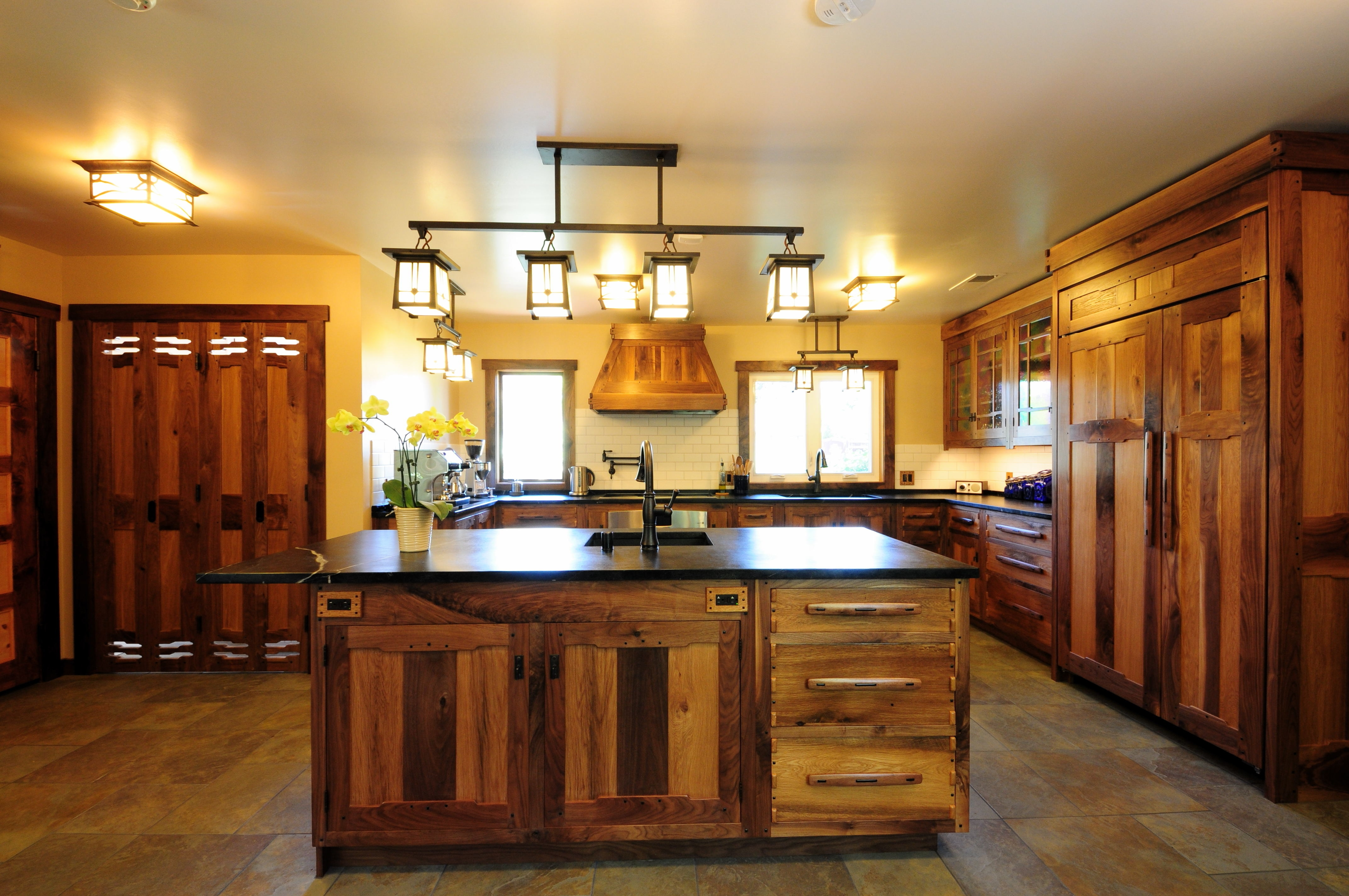 Lighting Fixtures For Kitchen Cabinets