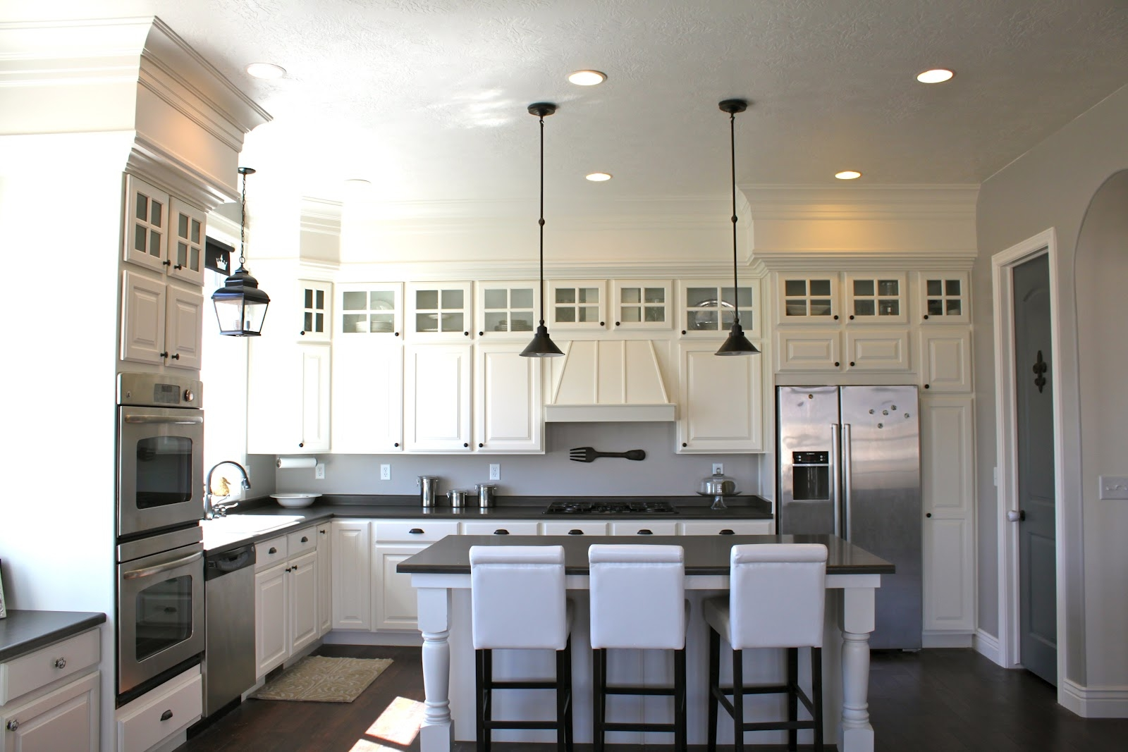 White Kitchen Cabinets With Bulkhead