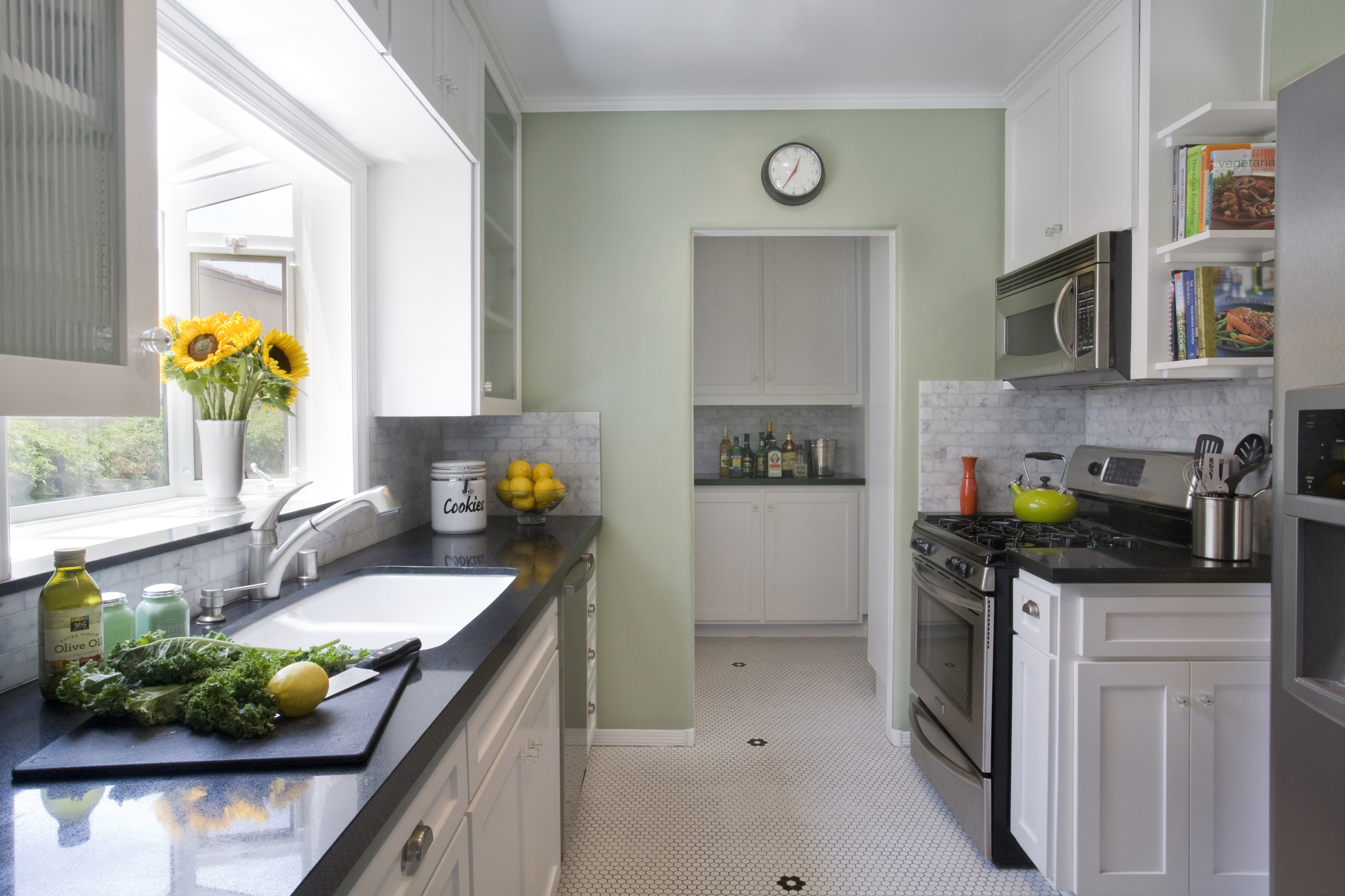 30'S Style Kitchen Cabinets