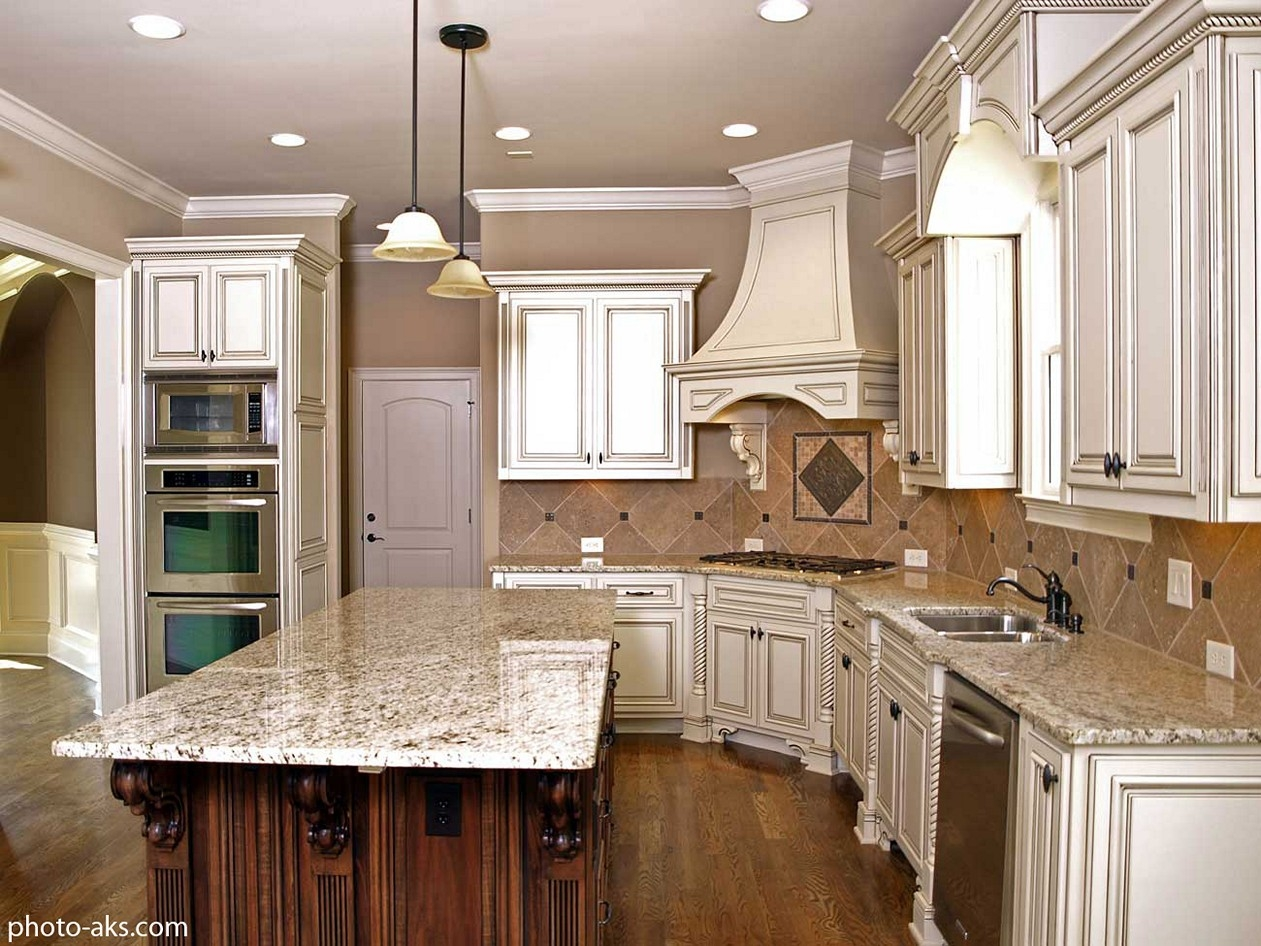 Antique White Kitchen Cabinets With Chocolate Glaze