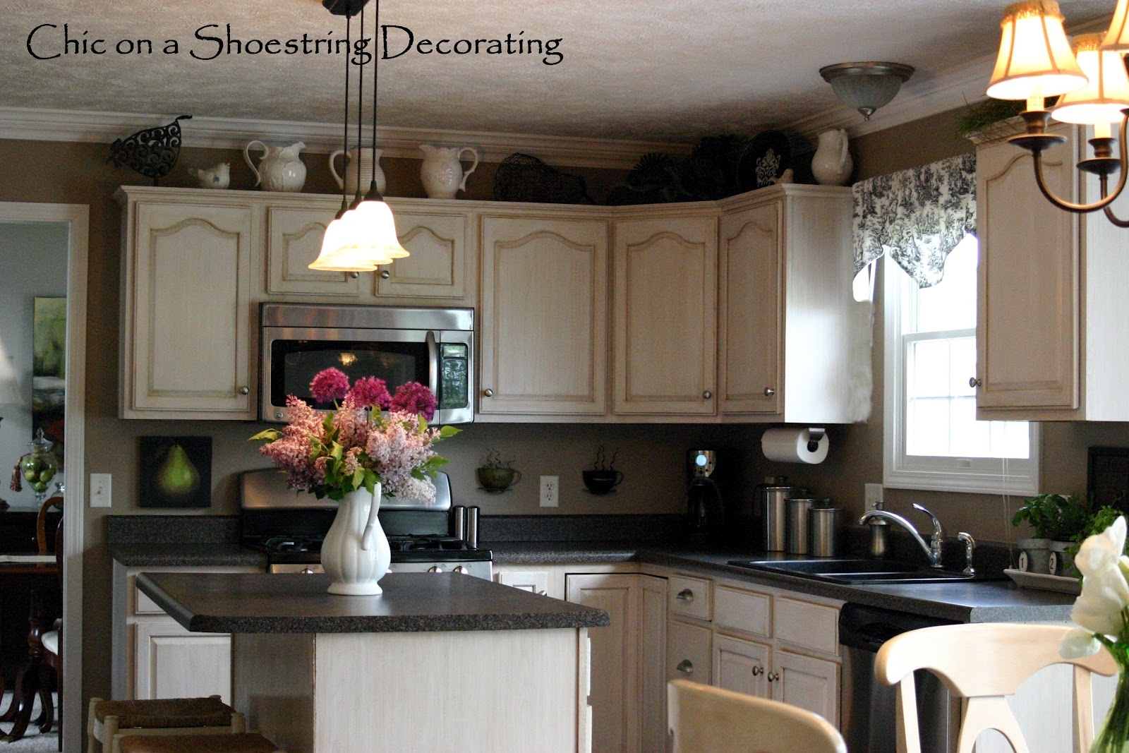 Decorations To Put On Top Of Kitchen Cabinets