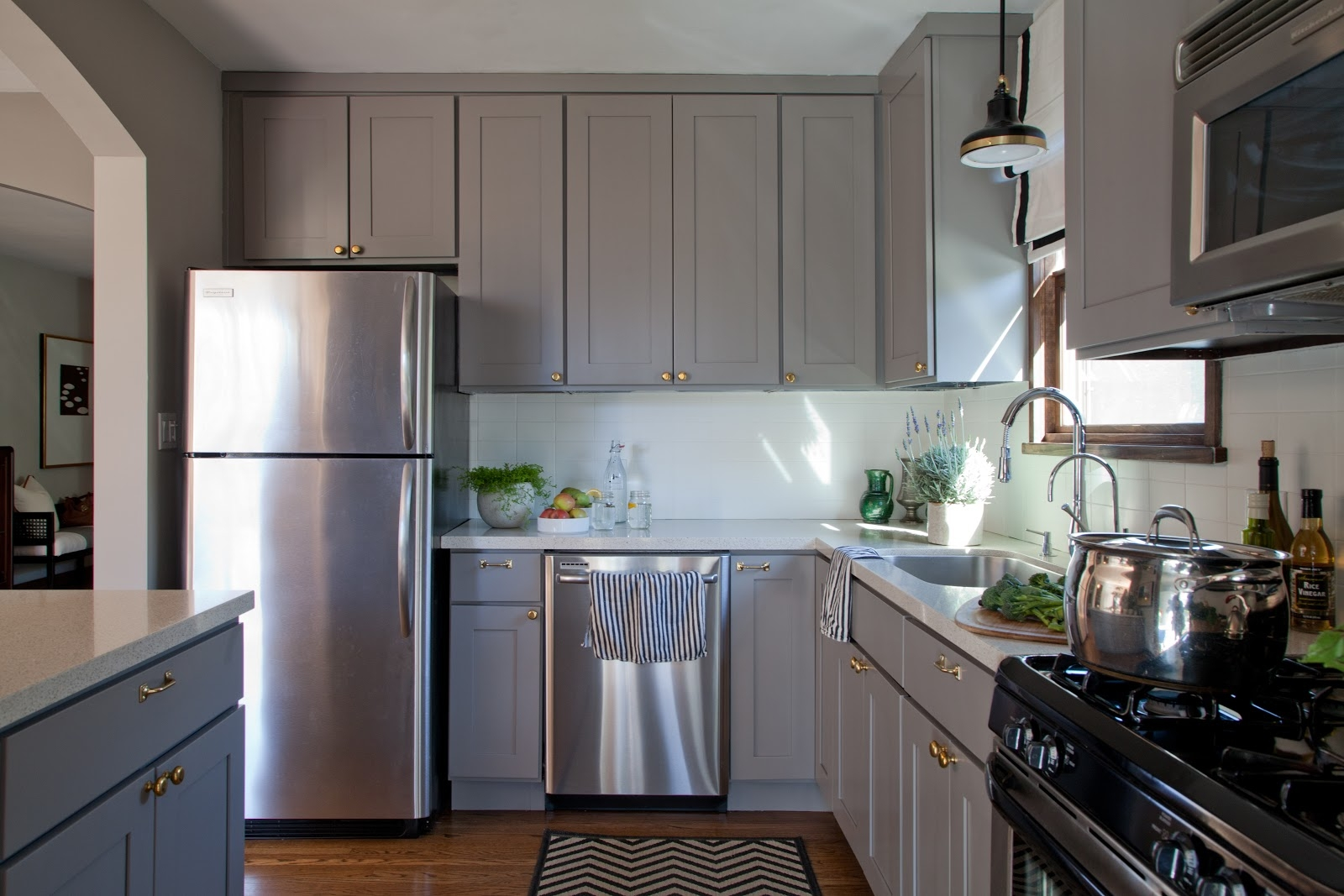 Grey Kitchen Cabinets With Countertops