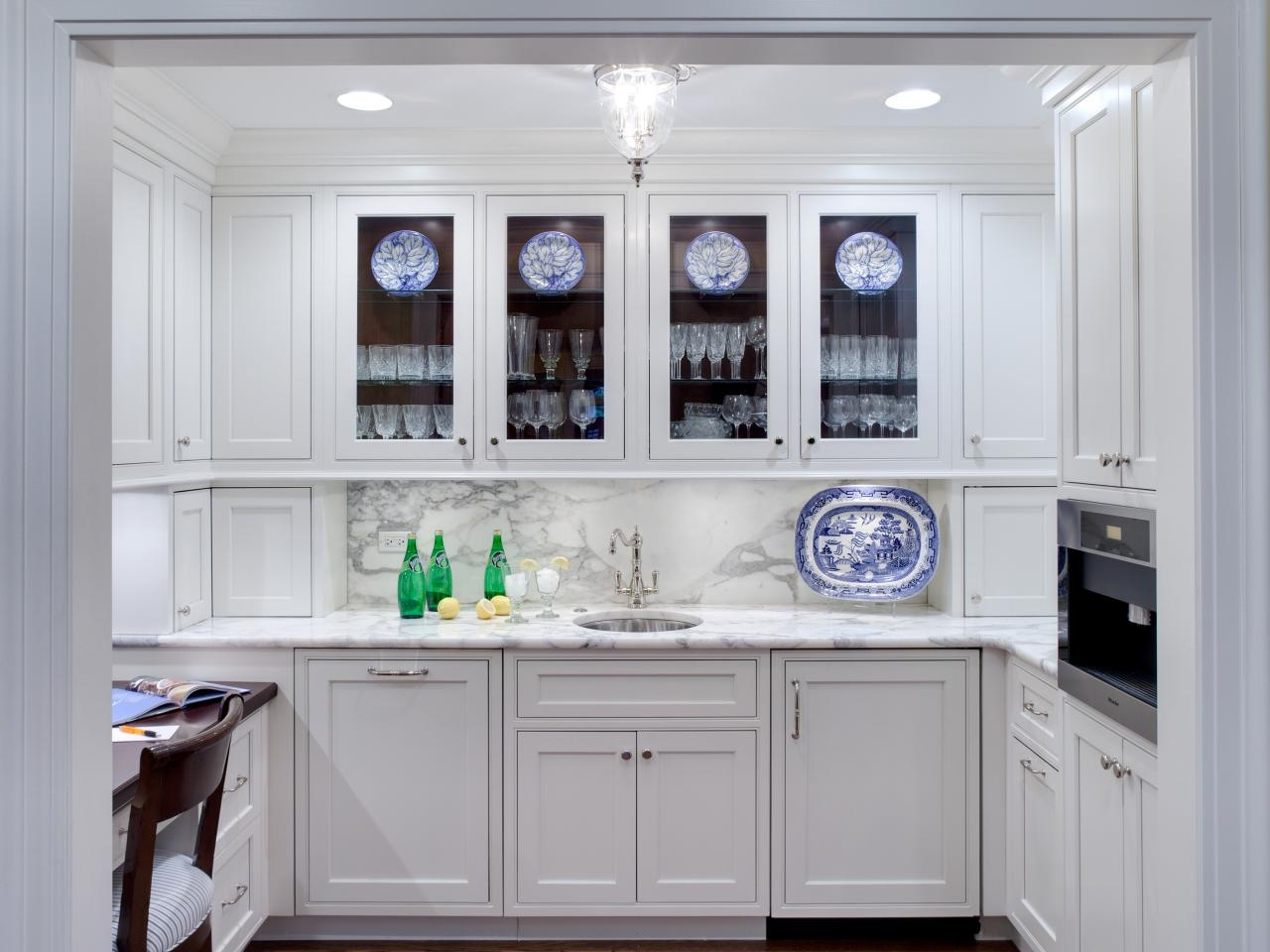 Pictures Of White Kitchen Cabinets With Glass Doors