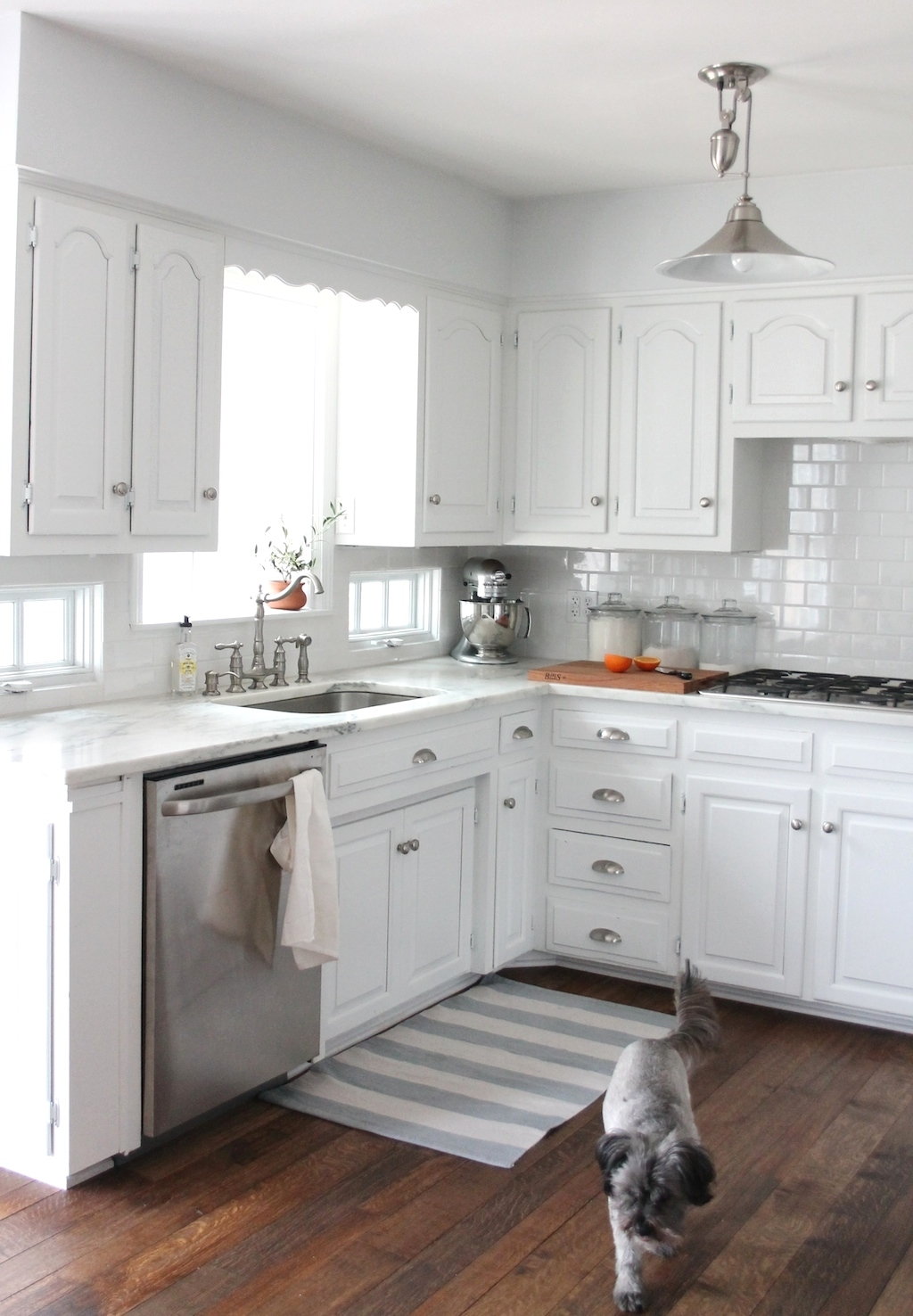 Small Kitchen Pictures White Cabinets