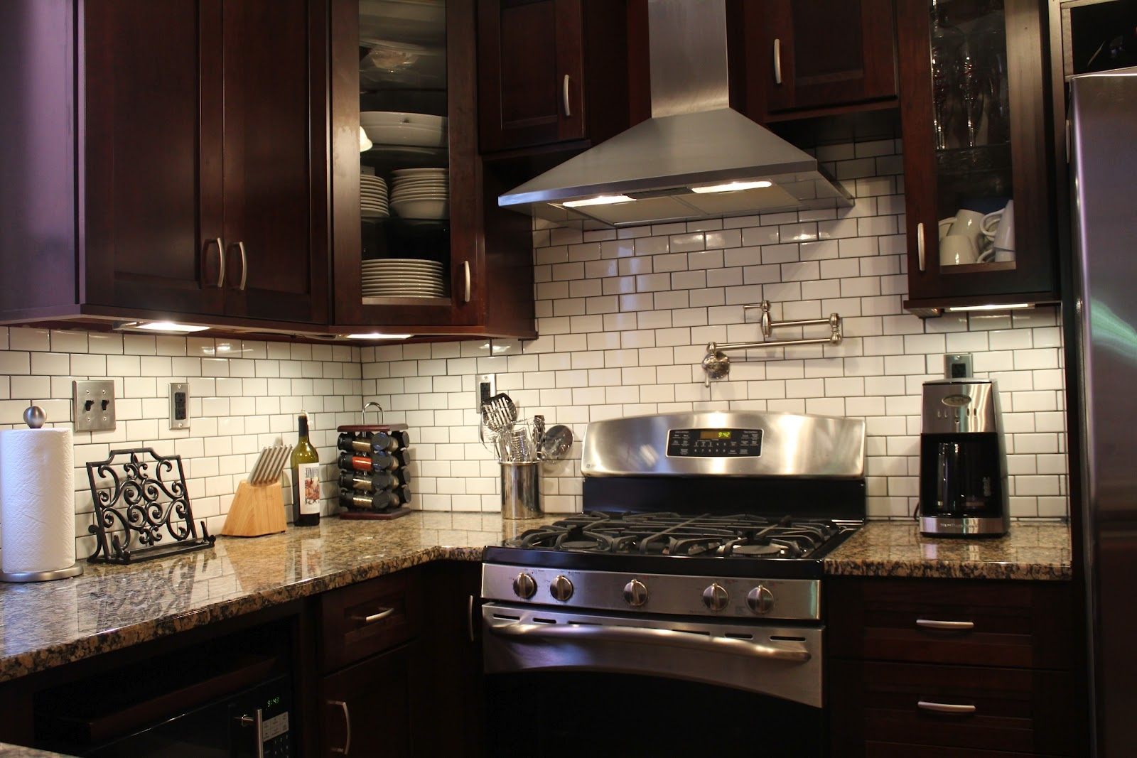 Dark Kitchen Cabinets With Subway Tile