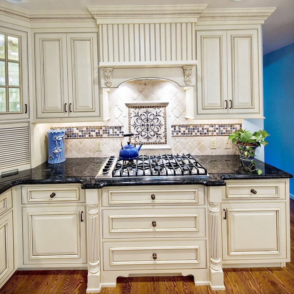 Kitchen Backsplash Ideas Antique White Cabinets