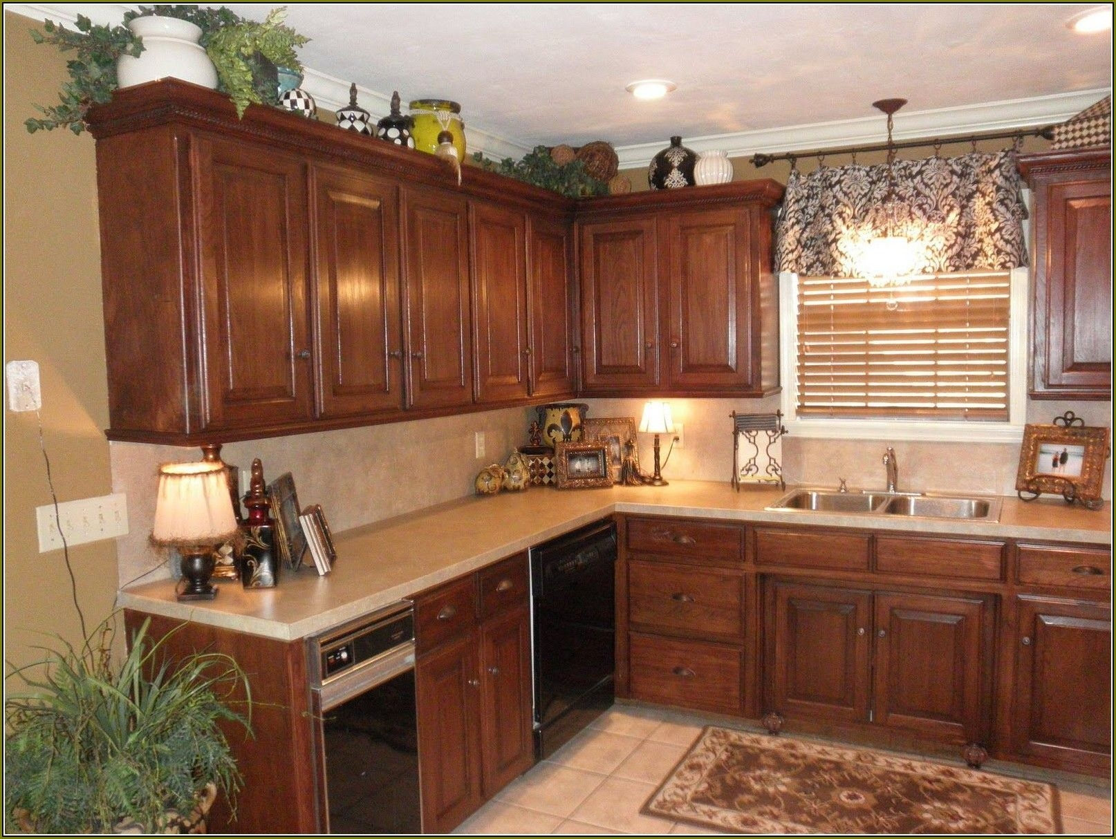 Kitchen Cabinet Crown Molding Ideas