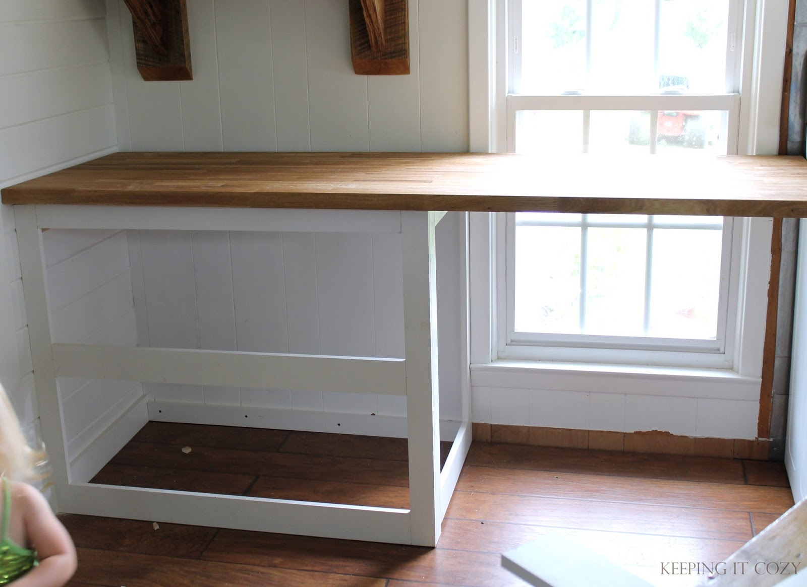 Kitchen Countertop Without Cabinets Underneath