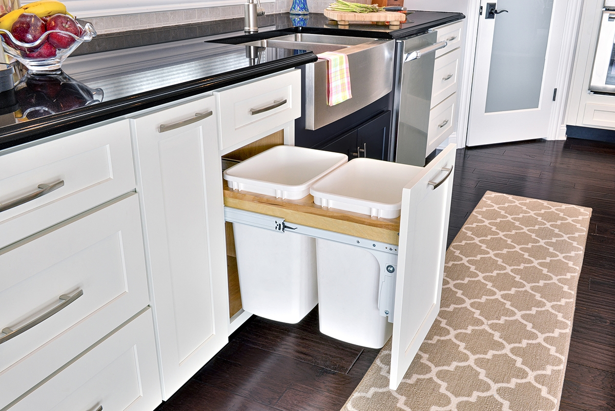 Kitchen Pull Out Trash Cabinet