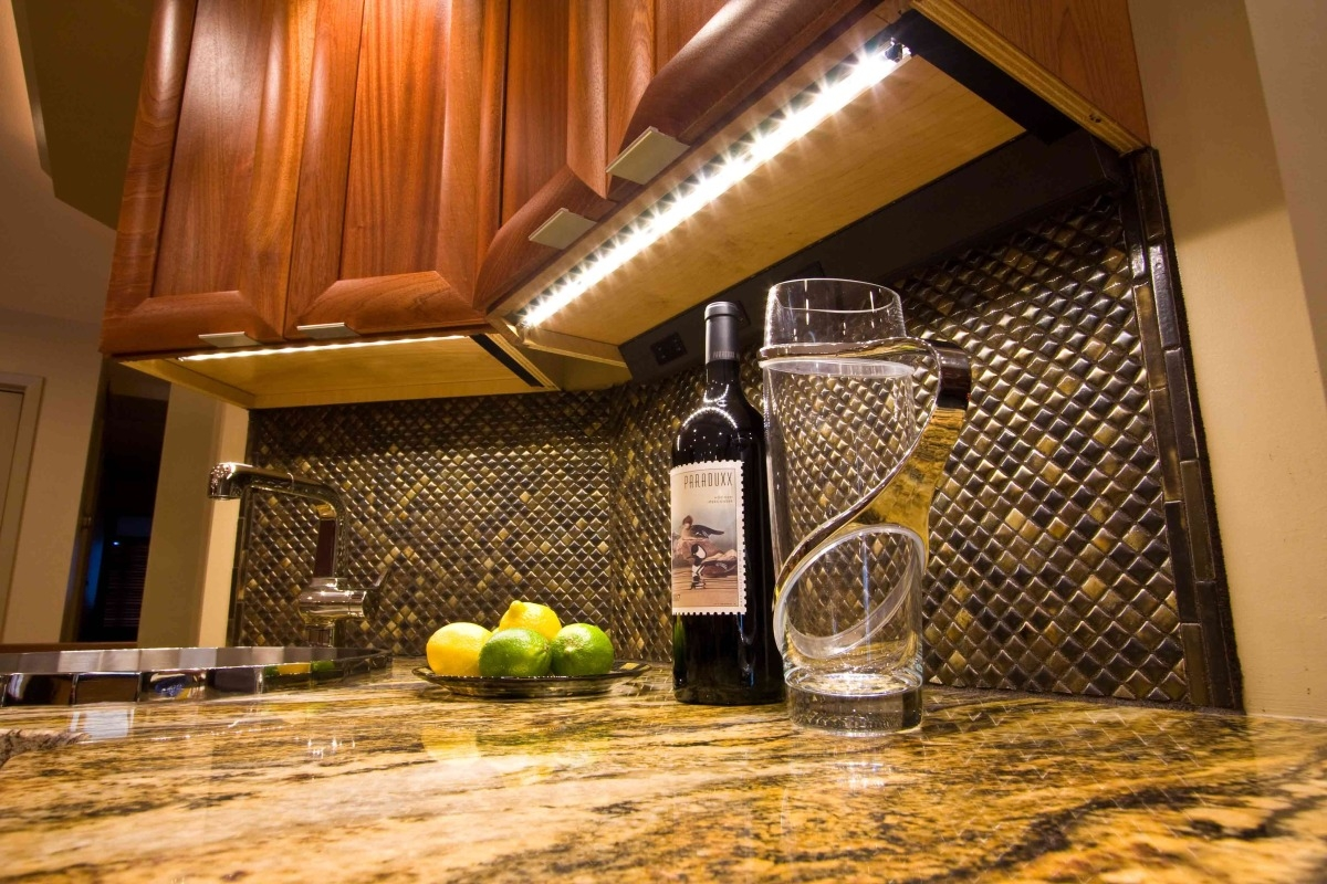 Under Kitchen Cabinet Lighting Wirelesskitchen under cabinet lighting options roselawnlutheran