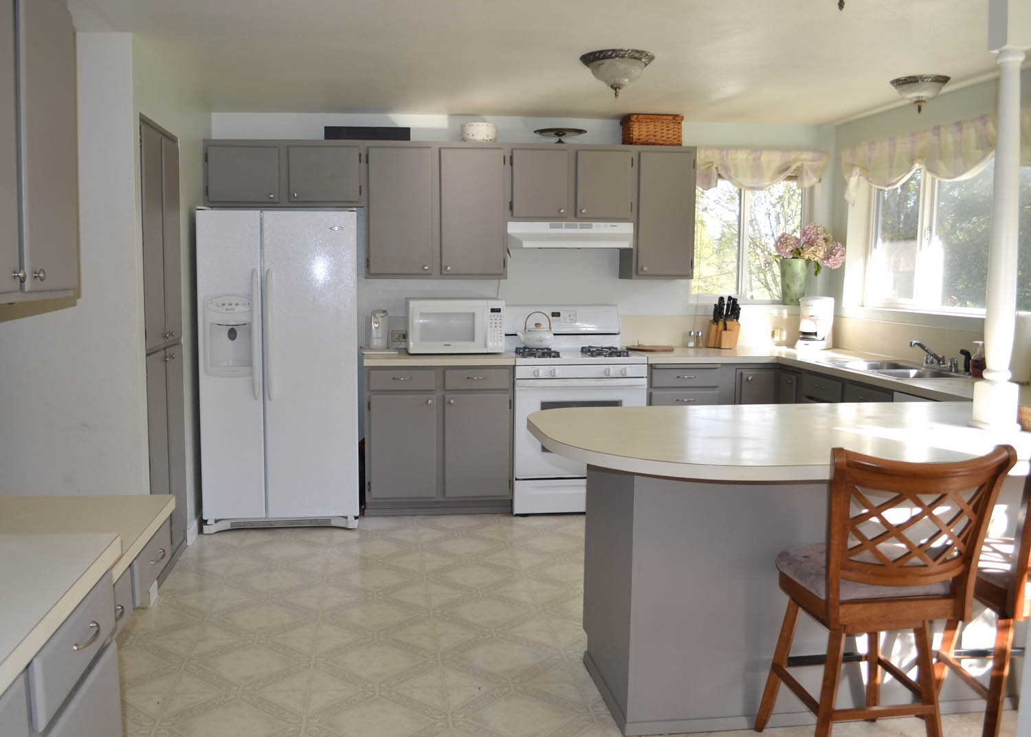 Updating Old Laminate Kitchen Cabinets