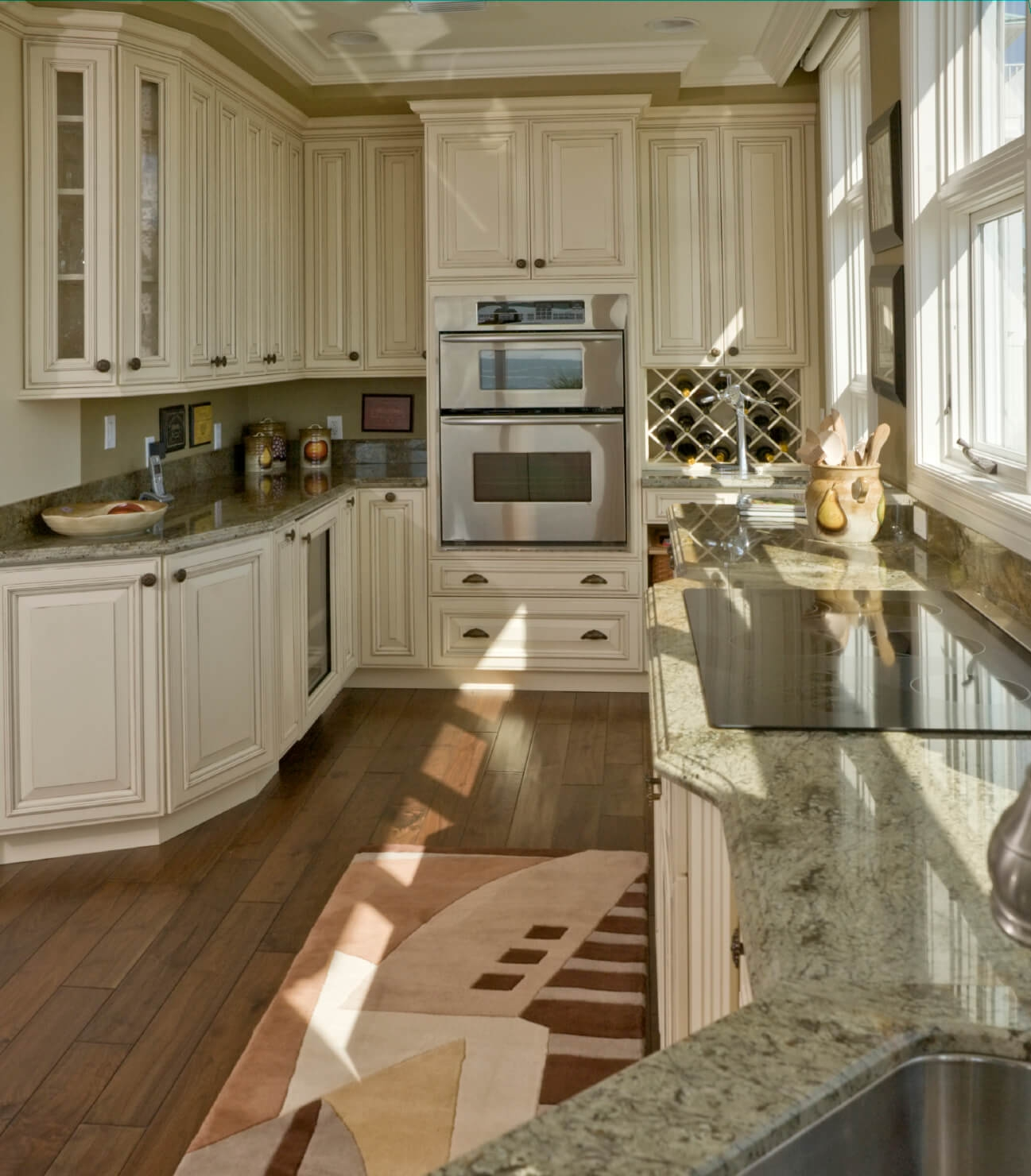 White Kitchen Cabinets That Look Like Furniture
