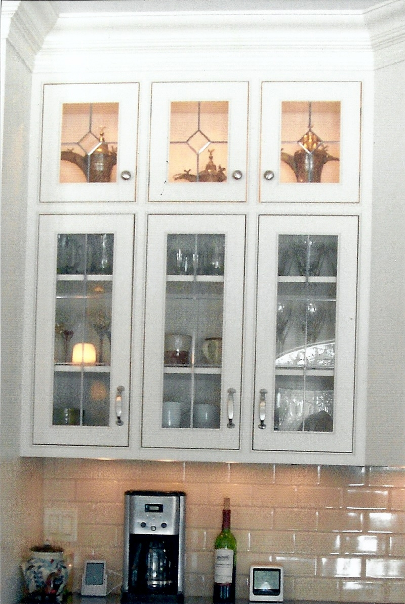 White Kitchen Cabinets With Glass Inserts
