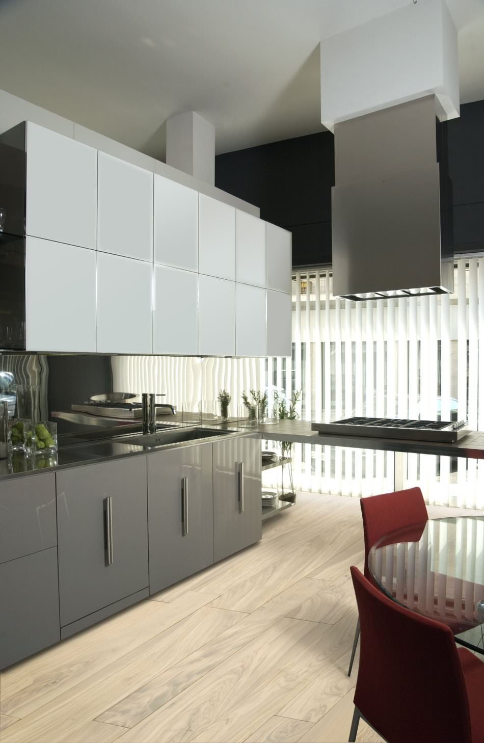 White Lacquered Kitchen Cabinets