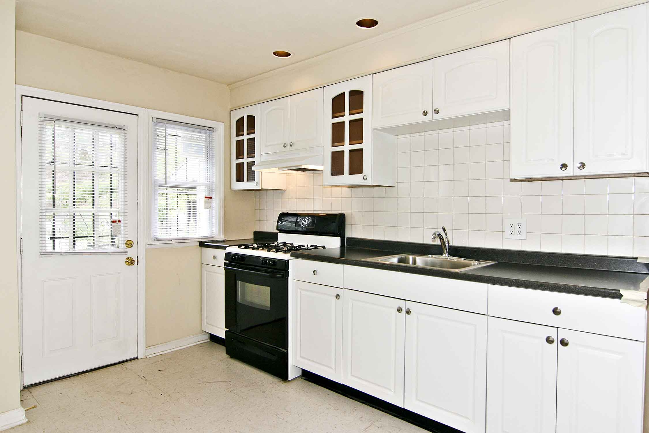 White Solid Wood Kitchen Cabinets