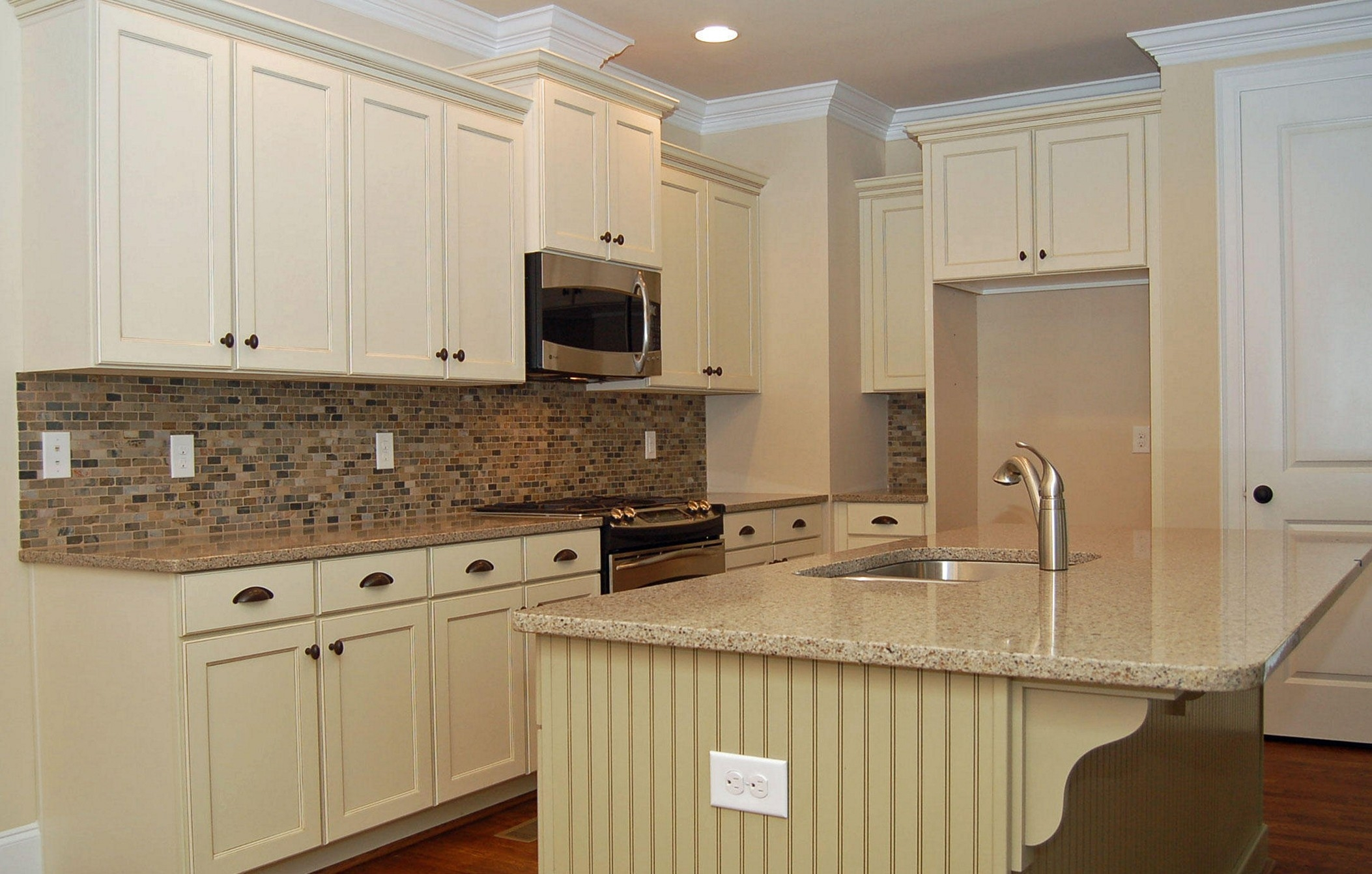 Antique White Kitchen Cabinets With Granite Countertops