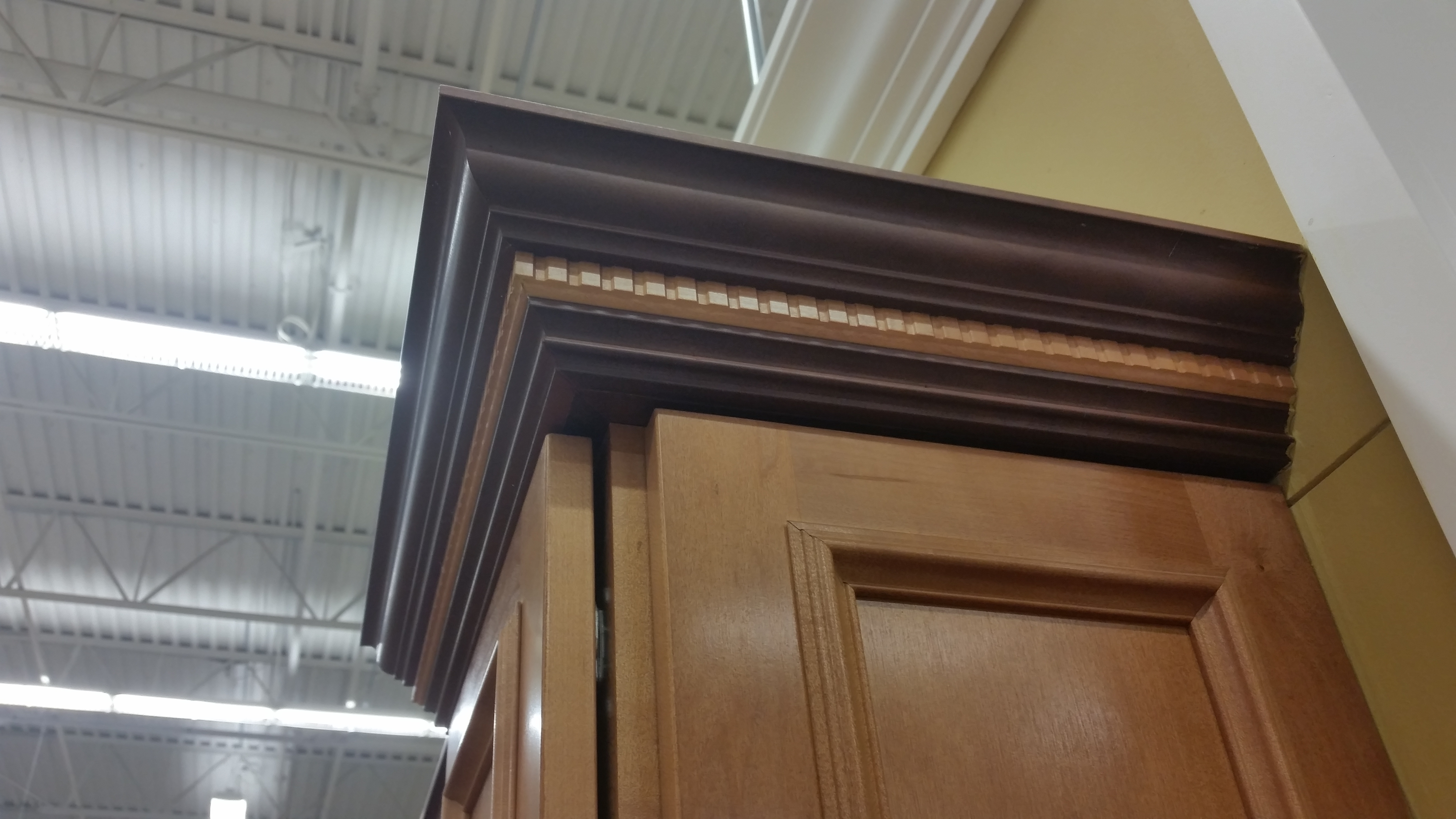 Kitchen Cabinets With Contrasting Crown Molding